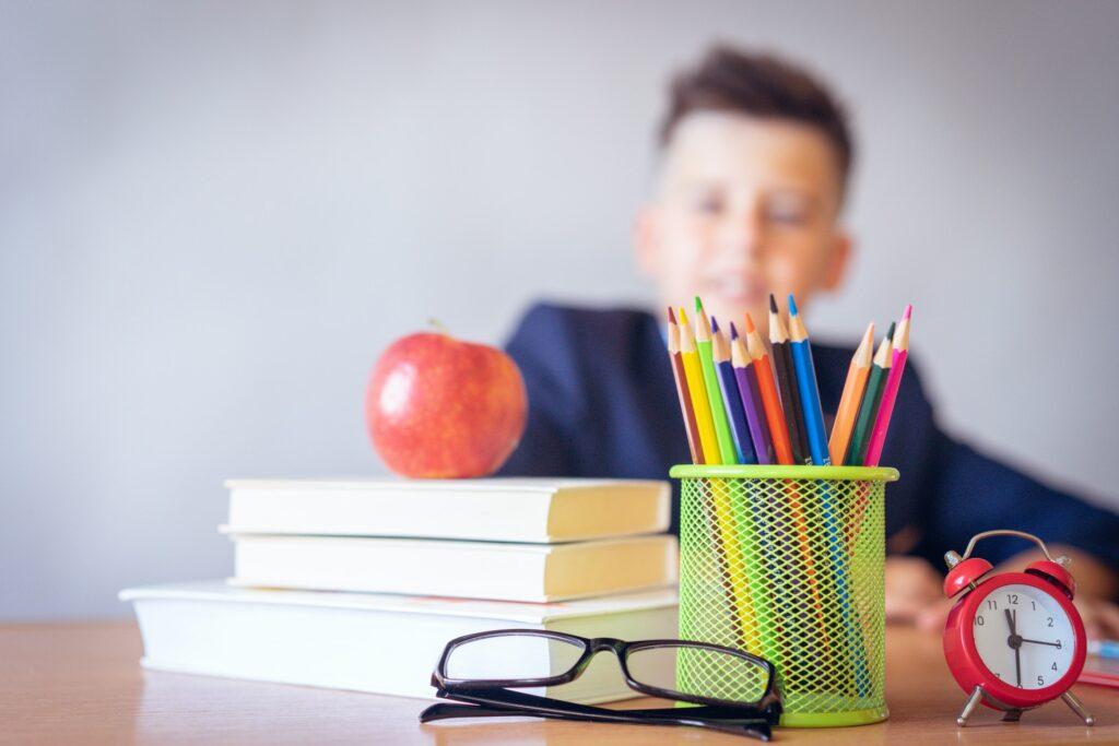 Rendimiento escolar de menores.